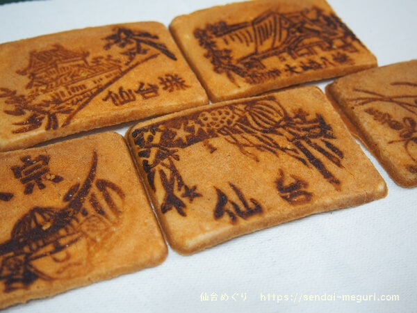 宮城ご当地絵柄が入った小萩堂の「仙台せんべい」。懐かしい瓦煎餅がお店におすすめ