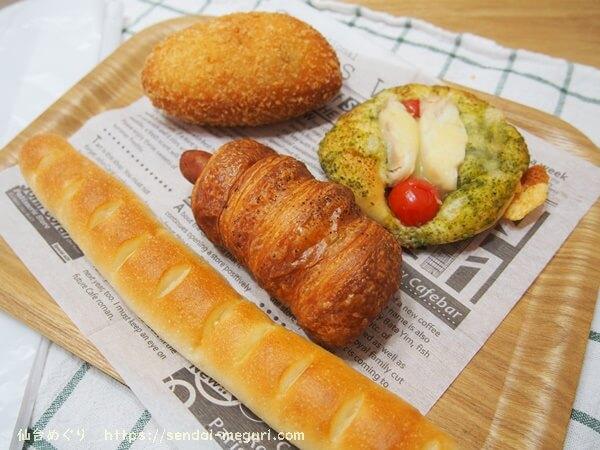 仙台上杉のベーカリー「ルミエル」のナチュラルな雰囲気の店内とおすすめのパン