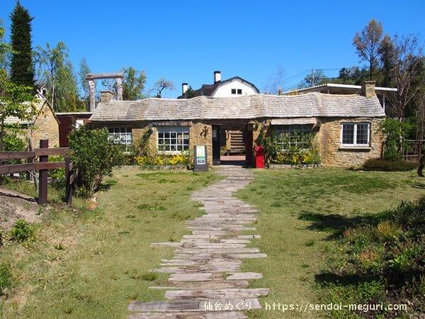 宮城蔵王「JAC's Village」の海外にいるような園内の様子。英国風アンティークやおしゃれな建物がすてき