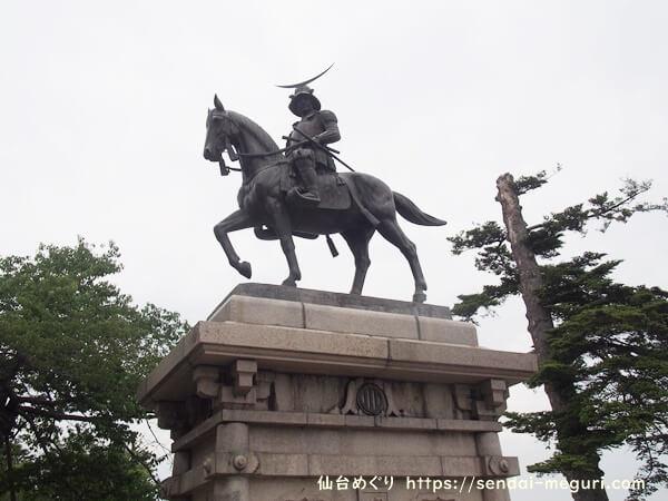 青葉城跡 伊達政宗の像